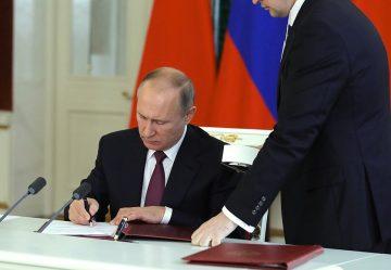 Путин подписал закон об освобождении от НДФЛ — кого?