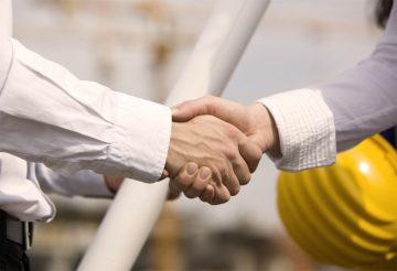 Сотрудников массово стали переводить на договоры подряда